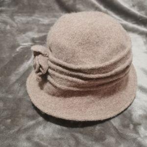 100 % wool vintage like hat